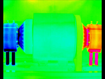 The device photographed with an infrared camera. The difference in temperature between the two ends is clear.