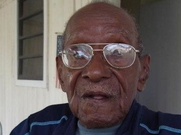 "Mr. Barnes is a veteran. Aged 101, he remembers the day Denmark sold off the islands in 1917. He's pleased that the Virgin Islands are now US territory and has hung the American flag on the wall. The status of the Virgin Islands as 'unincorporated territory' under the US means that the locals cannot vote in the presidential elections – but also that they are exempt from 'federal taxes'. ""I am sorry that we cannot vote in the presidential elections,"" he says (Photo: Maj Bach Madsen)"
