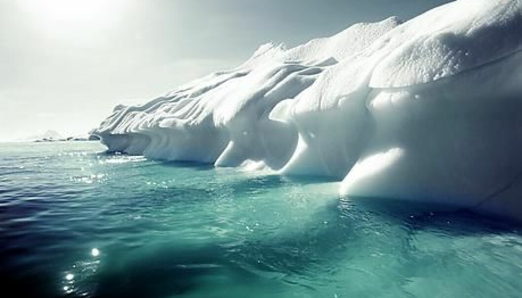 Sea ice is white and it reflects sunlight. Seawater is dark and it absorbs sunlight. In line with the sea ice melting away, the sea will absorb more energy, which accelerates the warming of the sea and the atmosphere. This speeds up global warming. (Photo: Colourbox)