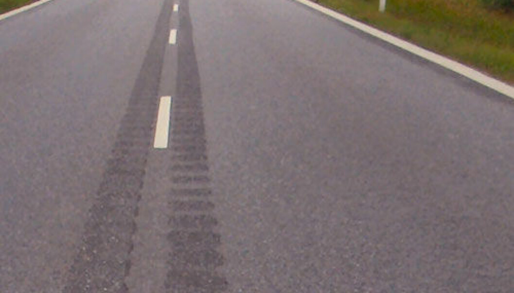 Rumble strips ground out in the middle of a Danish road. (Photo: Lcl/Wikimedia Commons)