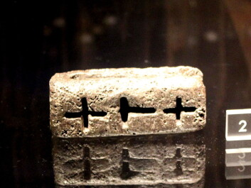 A casting mould, which can be used for moulding both crosses and Thor's hammers. This indicates a demand in the general population for both Christianity and the ancient Nordic religion. (Photo: Asbjørn Mølgaard Sørensen)