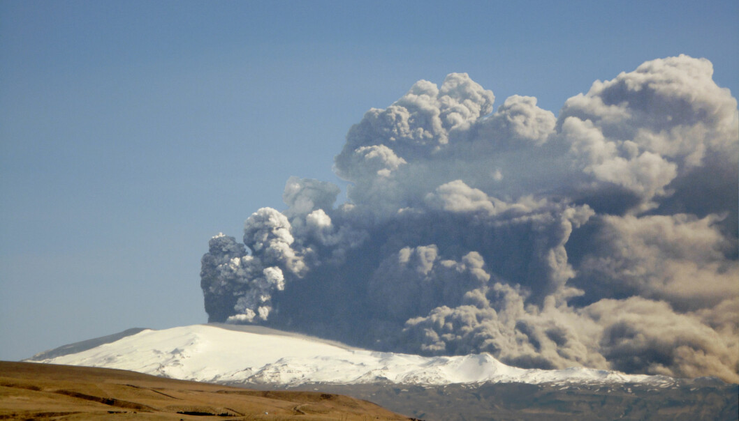 The closing of fly zones in April 2010 was justified in light of the potential harm from the ash from the Eyjafjallajökull eruption. (Photo: Árni Fridriksson)