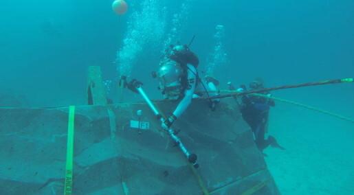 Astronauts test Google Glass on the sea floor