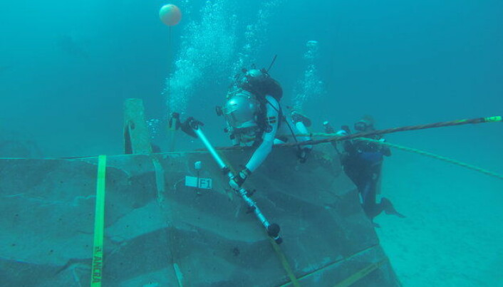 Astronauts test Google Glass on the sea floor