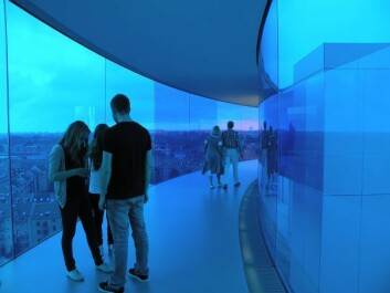 If we want today's children and adolescents to visit museums, we need to turn the museum experience into something that opens up for a social experience, similar to going to the movies or a football match. (Photo: Colourbox)