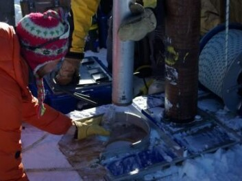 While drilling for ice core samples, the scientists found liquid water pouring off the drill, even though air temperatures were -15 degrees Celsius. (Photo: Ludovic Brucker)