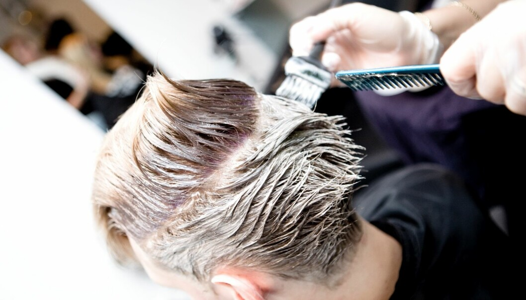 Bleaching, colouring and toning hair can pose a risk – for the hairdresser. (Photo: Colourbox))
