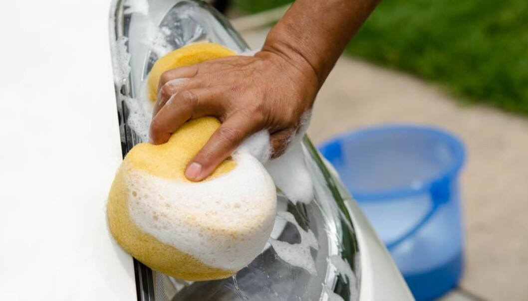 "A new study shows that waste compounds from soap pose no danger to the environment. (Photo:  <a href=""http://www.shutterstock.com/da/pic-217006924/stock-photo-close-up-of-hand-washing-white-car.html?src=b9UE-OkUV59SBeHbiJEOFQ-1-42"" target=""_blank"">Shutterstock</a>)"