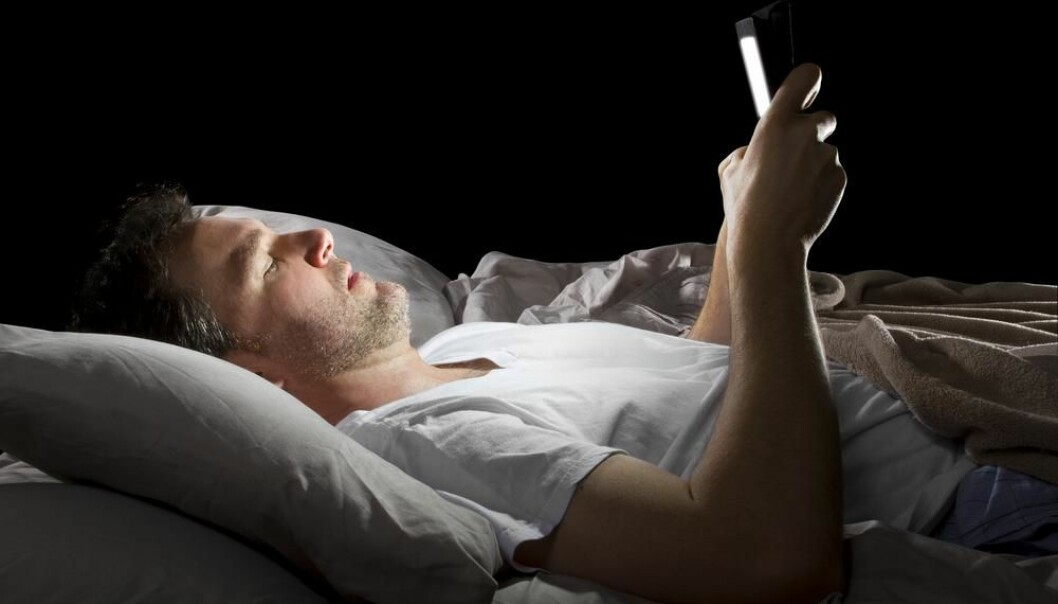 "If you want to be alert and full of energy at work you should refrain from taking your computer to bed. (Photo: <a href=""http://www.shutterstock.com/da/pic-192354587/stock-photo-male-in-bed-browsing-the-internet-late-at-night-with-a-tablet.html?src=CysUiqdo4RHgJrt-GP-EdQ-1-54"" target=""_blank"">Shutterstock</a>)"