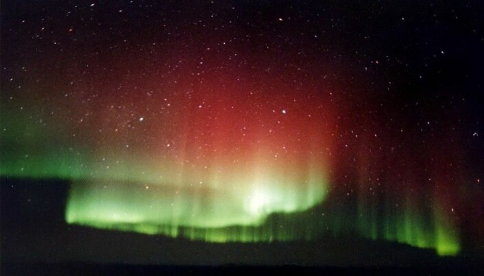 Tracking the Earth's magnetic field in Northern Lights