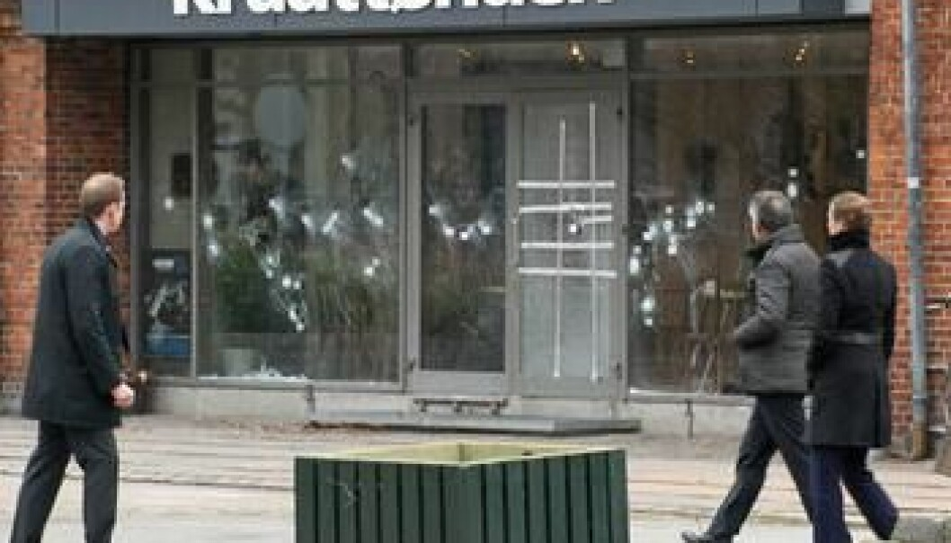 A series of violent attacks on February 14 and 15 have left Copenhagen reeling. Here, passersby look at the marks left by the first shooting that took place outside café Krudttønden. (Photo: Colourbox)
