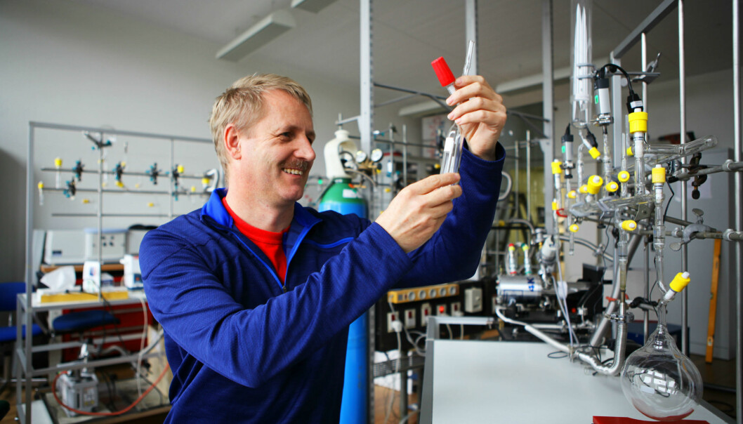 Professor Henrik Kjærgaard and his colleagues have demonstrated that a new kind of hydrogen bond can occur between a hydrogen atom and a phosphorous atom. Pictured here is Kjærgaard in his lab at the University of Copenhagen. (Photo: University of Copenhagen)