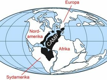 The map shows the location of the continents 201 million years ago. The black shading shows the maximum extent of the volcanic area CAMP. (Illustration: Geus after a map published in Marzoli et al. 1999)