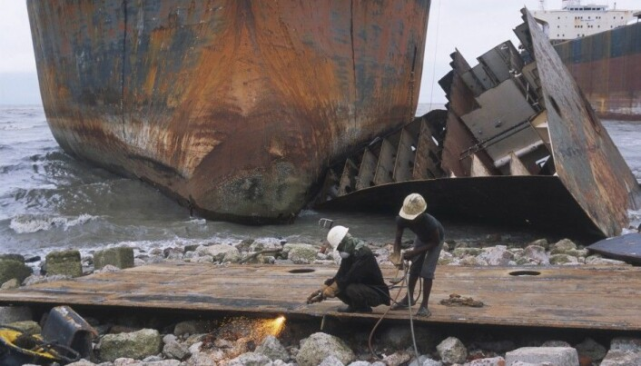 Air pollution from old ships reaches hazardous levels