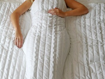 A blanket with chains inside lays heavily on the body and gives a tactile feeling of being touched and surrounded, like in a cocoon (Photo: Somna)