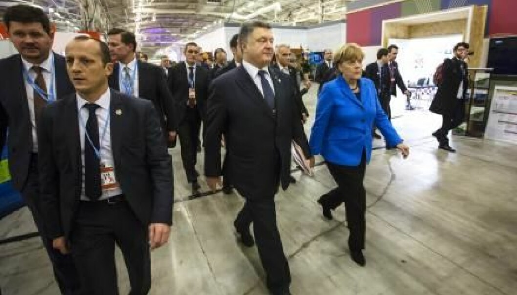 "Can the COP21 deal limit temperature rise? World leaders celebrate the agreement, but climate scientists remain sceptical. (Photo: <a href=http://www.shutterstock.com/da/pic-345786848/stock-photo-paris-france-nov-president-of-ukraine-petro-poroshenko-and-chancellor-of-the-federal.html target=""blank_"">Shutterstock</a>)"