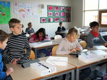 All students at Åskollen School received tablets, which also contributes to reducing disparities, according to Rector Lars Christian Gjøsæther. (Photo: Hege Breen Bakken)