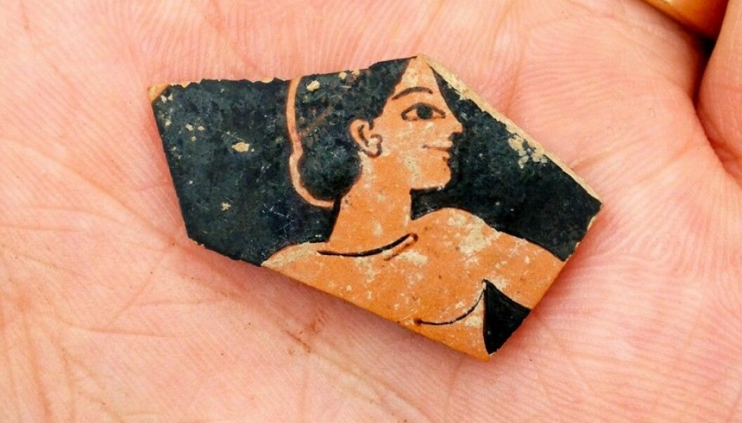 A fragment of red-figure pottery from the 500s BC was unearthed during the archaeological work in Greece. (Photo: SIA/EFAK/YPPOA)
