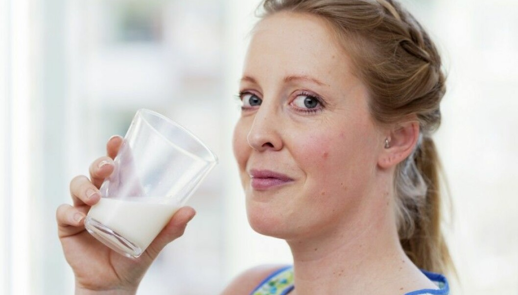 Swedish scientists have studied the relationship between age of death and various population groups' eating habits. It seems that women who consume a lot of milk tend to have shorter lives. But eating lots of fruit and vegetables can counteract this prospective health risk. (Photo: Scandinav/Scanpix/NTB)
