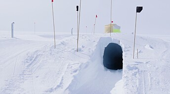 Climate scientists build laboratory under the ice with a balloon