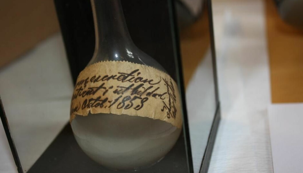 In the bottom of the flask lies intestine water from one of the last cholera patients of the epidemic that hit Copenhagen in 1853. The flask is stored at the Medical Museion in Copenhagen. (Photo: Medical Museion).