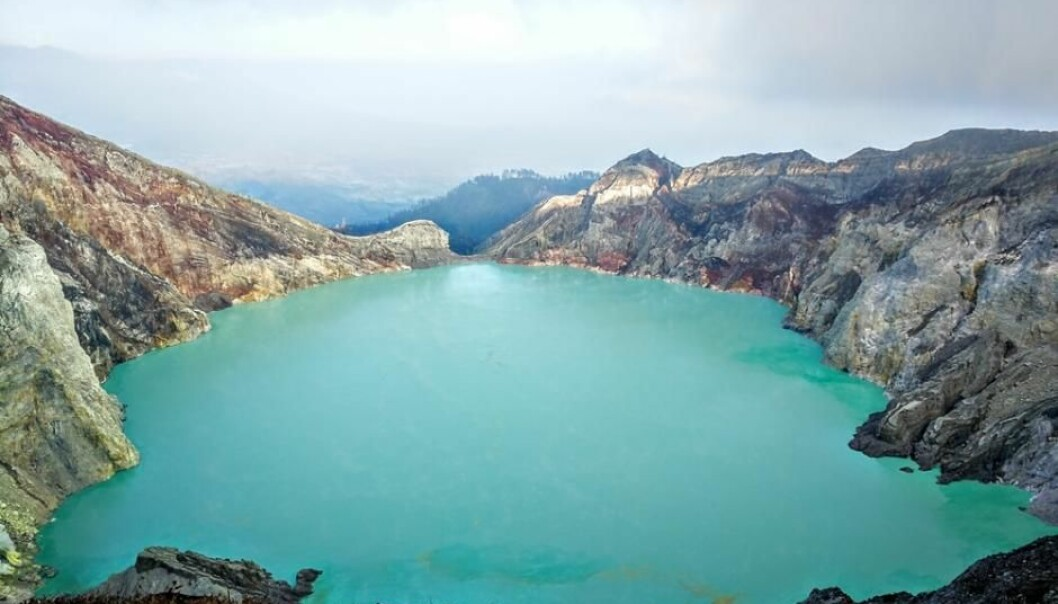 Kawah Ijen in Indonesia contains the world's largest sulphuric acid lake, where the pH can reach as low as 0.1. (Photo: Shutterstock)