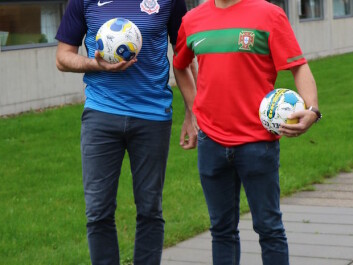 Magni Mohr (right) and Peter Krustrup (left) have studied the health benefits of football for many years. (Photo: Peter Krustrup)