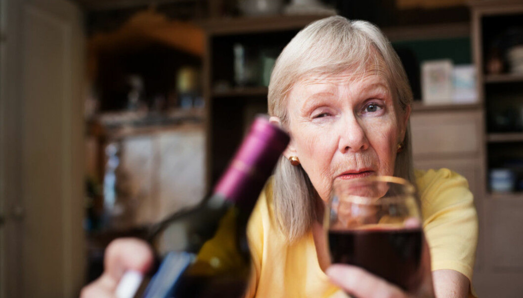 Swedish researchers have seen a strong increase in alcohol consumption in the elderly, particularly among women. Since the 1970s, the proportion of elderly women who could be considered heavy drinkers has increased from 1 per cent to 10 per cent. (Illustration photo: CREATISTA / Shutterstock / NTB scanpix)