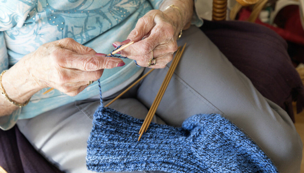 It is well known that physical exercise can prevent dementia. Activities that engage your brain such as knitting, singing with a chorus, doing crossword puzzles and gardening can also lower the risk, according to a Swedish study. (Photo: Gorm Kallestad / NTB / Scanpix)
