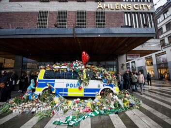 The police placed several vehicles in the area of the terrorist attack. These were quickly covered by a sea of flowers. Police let the vehicles stand in order not to hurt the mourners' feelings. As a result, several police cars weren't available to the police immediately following the attack – another lesson learned. (Photo: Jonathan Nackstrand / AFP / Scanpix)