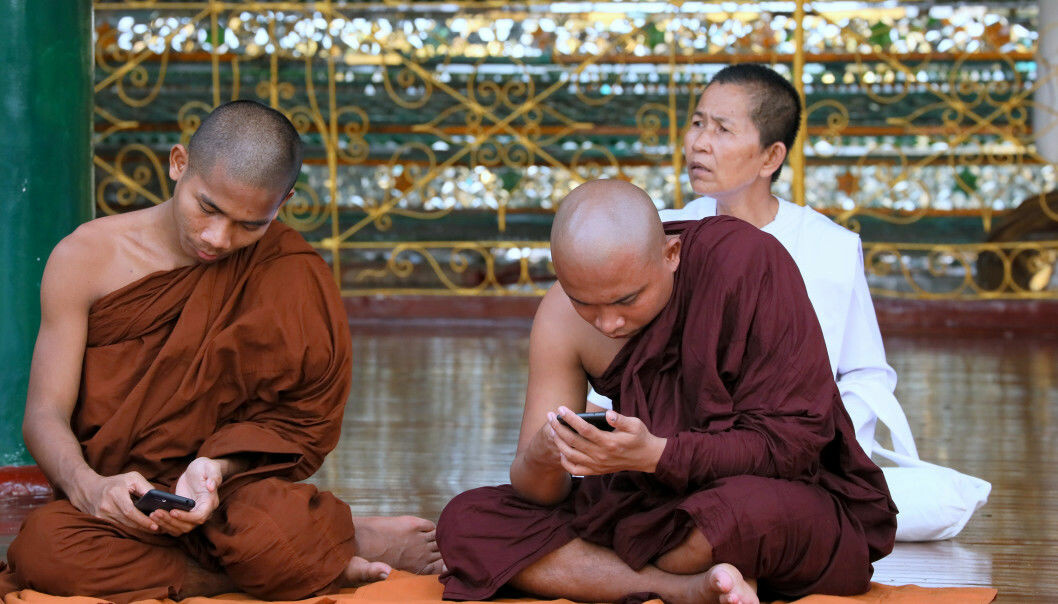 Monks checking their phones i Myanmar. Facebook was integral in spreading disinformation that facilitated the Rohingya-genocide in Myanmar. (Photo: Shutterstock)