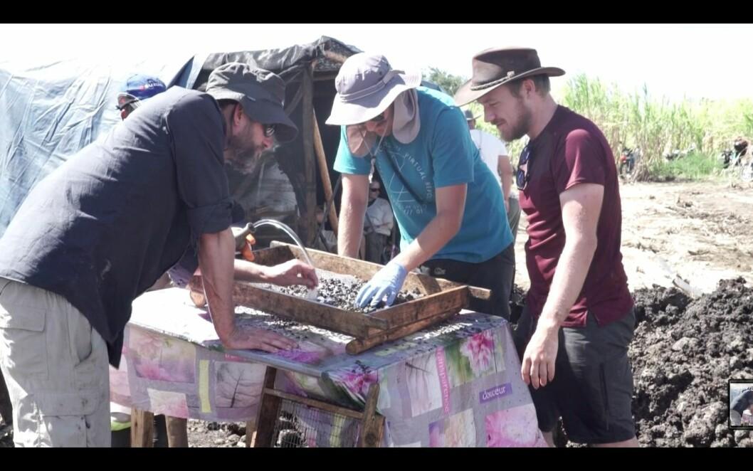 Michael Borregaard, Frederik Seersholm and Erik de Boer sieving bones.