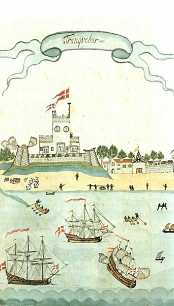 Tranquebar in 1723. The town had no port, and all transport to and from land had to be done by Indian rowing boats. The fortress of Dansborg rises above the town, and on the right, in the town wall, the seaport into the town can be seen. The drawing is from First Officer Schmidt's travel diary on board the ship Queen Anna Sophia.