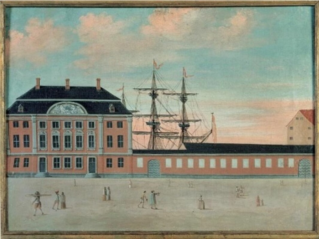 The Asian Company's headquarters with administration rooms and offices were located in Strandgade on Christianshavn. The mansion, built in 1739, is often called Philip de Lange's Mansion because he was the construction contractor. The ship's masts and rigging suggest that the company's port and yard were right next to the main building.