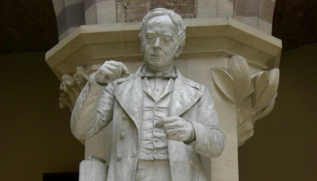 The plaster statue of Ørsted (erected in 1885), which stands at the Oxford University Museum of Natural History.