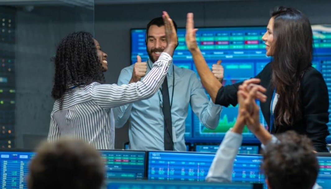 As a society, we should be brave enough to take chances when studies show that randomness plays a major role for successful stock traders, politicians and top executives, says Søren Tranberg Hansen.