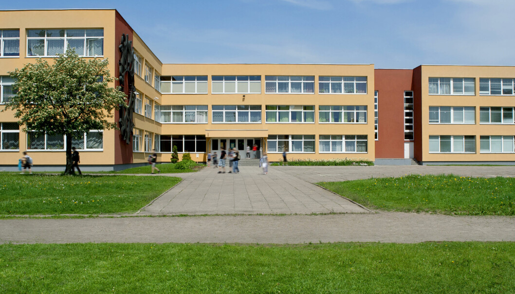 The results do not support that exposure to the school environment generated more suspected coronavirus infection cases among families with children who returned to school.