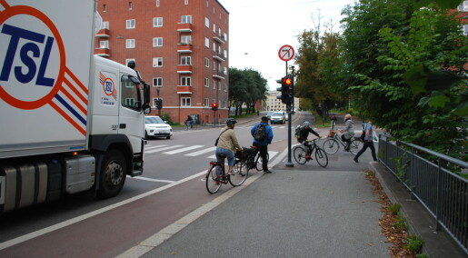 Both pedestrians and drivers are angry with the cyclists